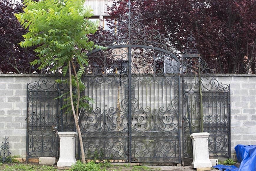 Important ironwork gate adorned with volutes - Reference 3626