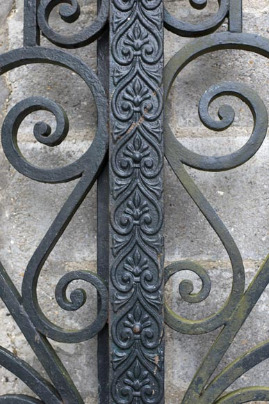 Important ironwork gate adorned with volutes-2