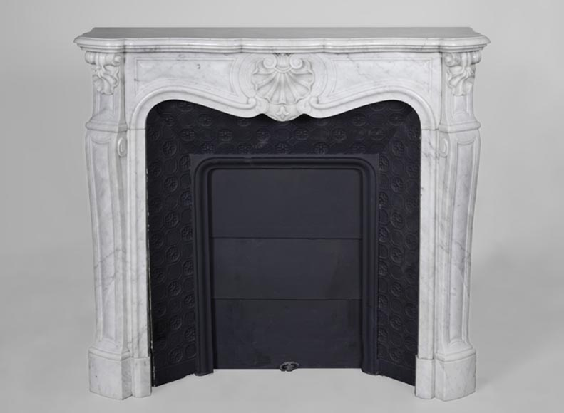 Beautiful small antique Louis XV style fireplace made out of Carrara marble and decorated with three shells - Reference 3641