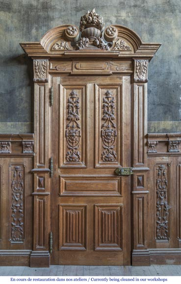 A beautiful set of carved wood two doors and dadoes-1