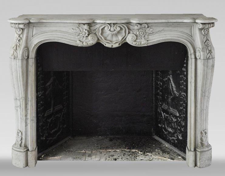 Antique Louis XV style mantel in Carrara marble with a beautiful shell-0