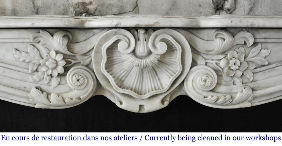 Antique Louis XV style mantel in Carrara marble with a beautiful shell-1