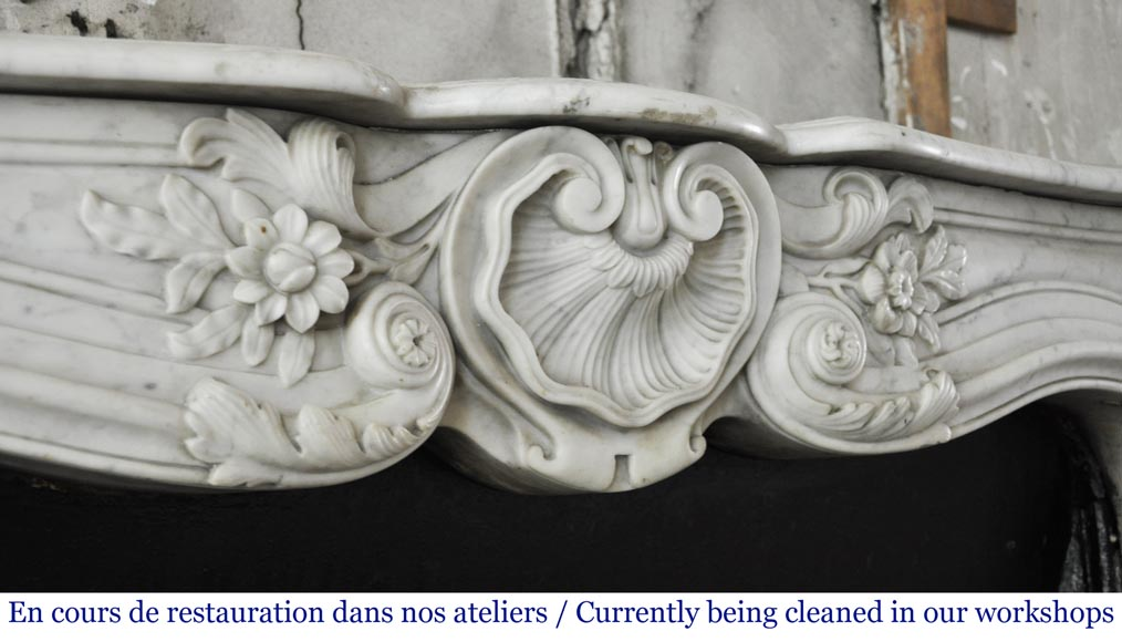 Antique Louis XV style mantel in Carrara marble with a beautiful shell-2