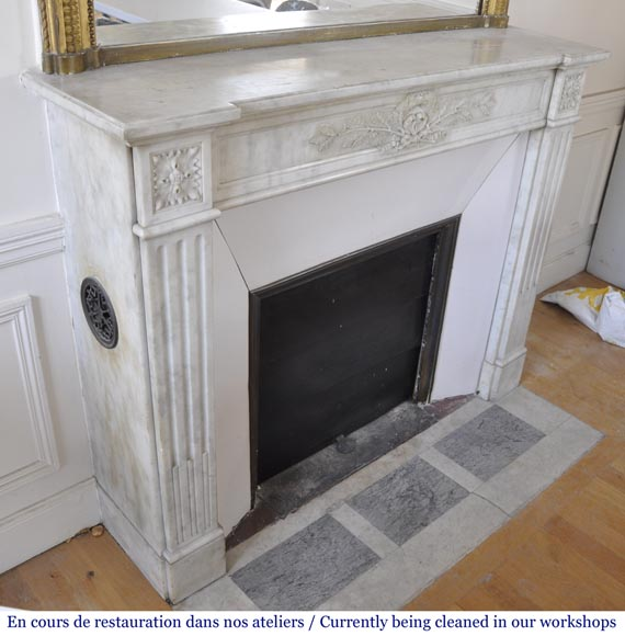 Antique Louis XVI style fireplace in Carrara marble with laurel wreath decoration-2