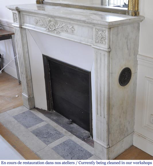 Antique Louis XVI style fireplace in Carrara marble with laurel wreath decoration-5