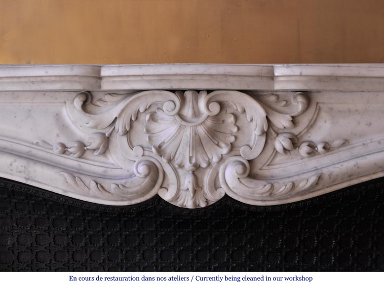 Antique Louis XV style mantel in Carrara marble with a foliage shell-1