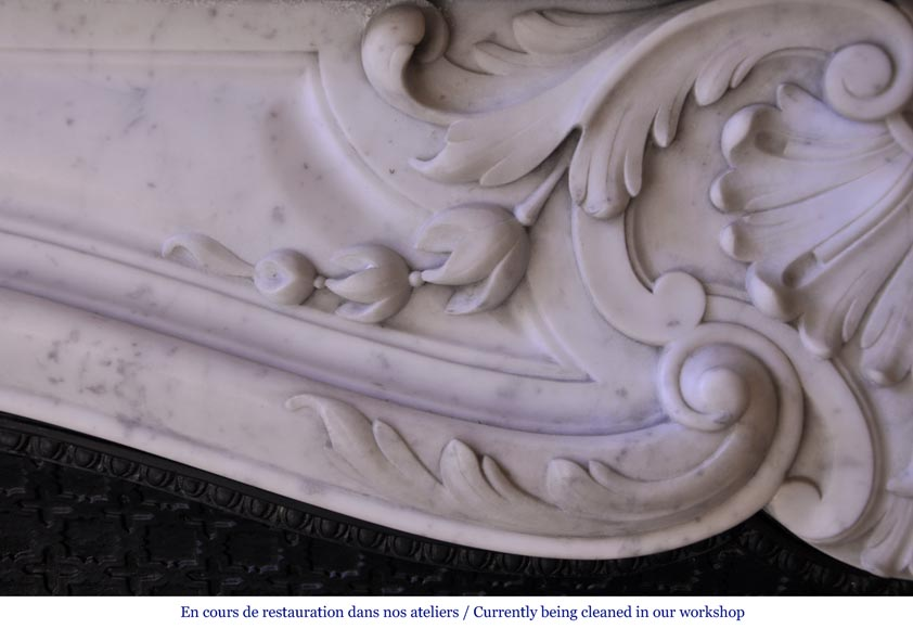 Antique Louis XV style mantel in Carrara marble with a foliage shell-2