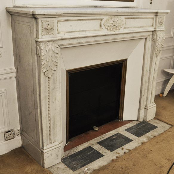 Antique Louis XVI style fireplace in Carrara marble, decorated with acanthus leaves-2
