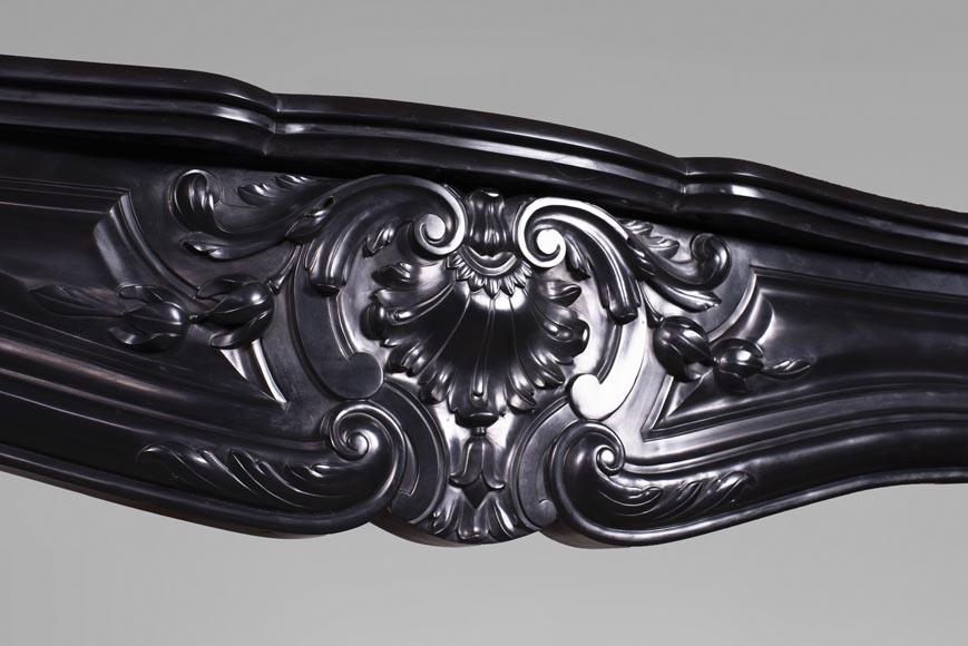 Cheminée ancienne de style Louis XV, en marbre Noir Fin de