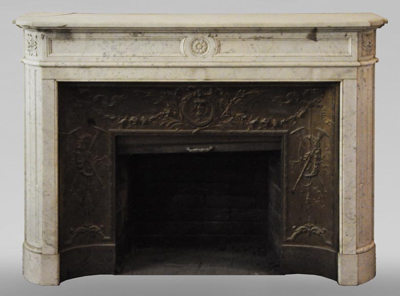 Antique Louis XVI style fireplace in Carrara marble with rounded corners-0