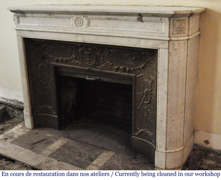 Antique Louis XVI style fireplace in Carrara marble with rounded corners-5