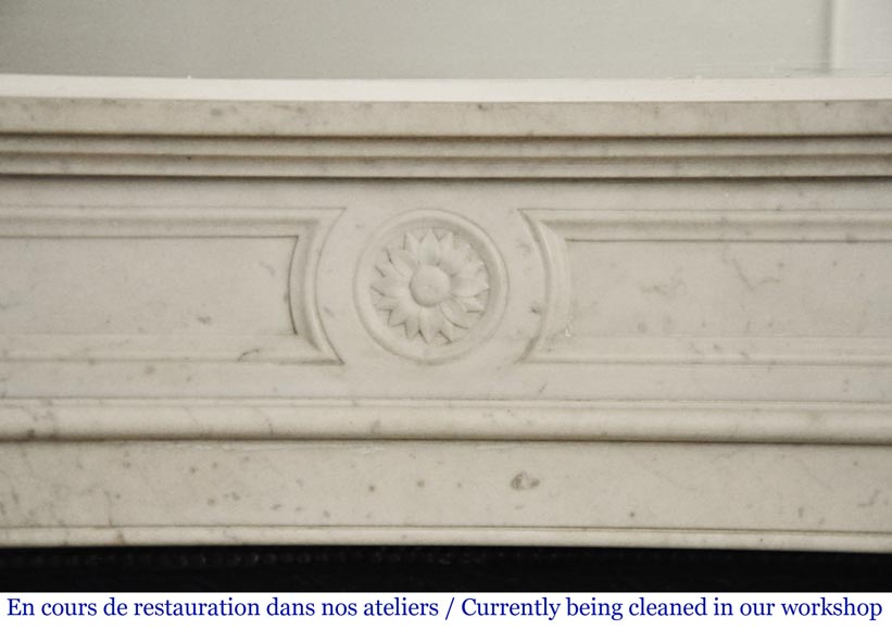 Antique Louis XVI style mantel with rounded corners in Carrara marble-1