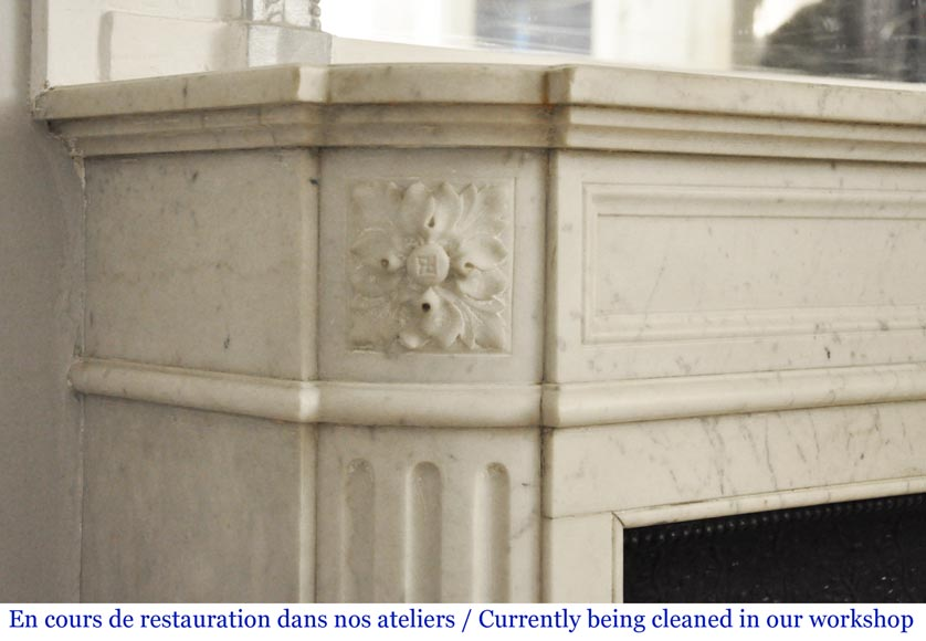 Antique Louis XVI style mantel with rounded corners in Carrara marble-3