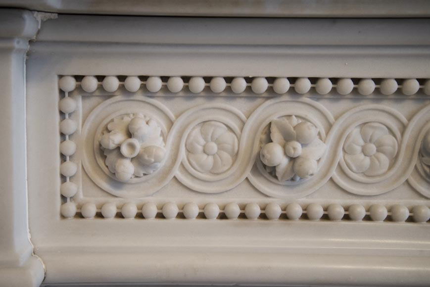 Exceptional antique Louis XVI style mantel in Blanc P de Carrara marble ornamented with pearls and garlands of flowers-5