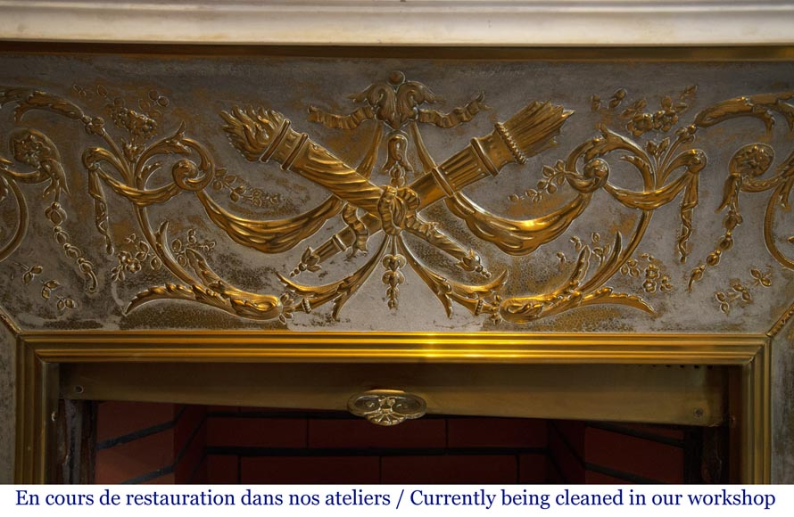 Exceptional antique Louis XVI style mantel in Blanc P de Carrara marble ornamented with pearls and garlands of flowers-16