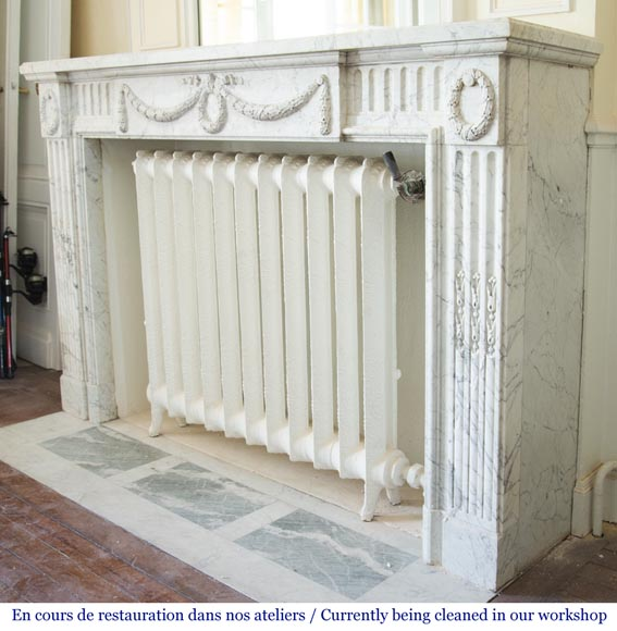 Antique Louis XVI style fireplace in Arabescato marble with garlands of laurel wreaths-6