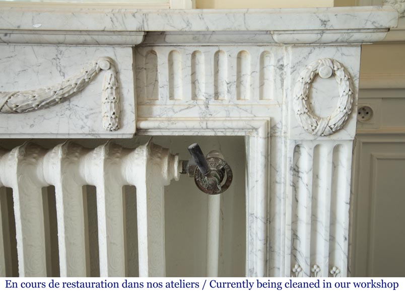 Antique Louis XVI style fireplace in Arabescato marble with garlands of laurel wreaths-7