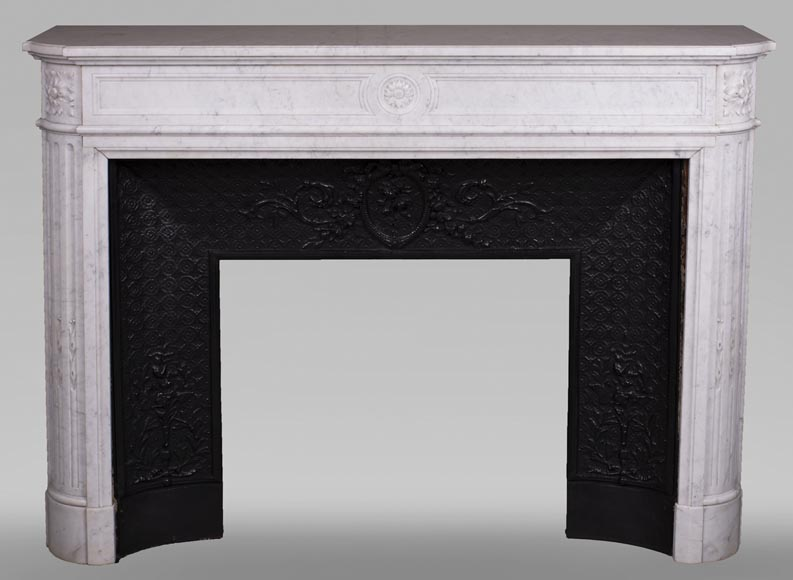 Antique Louis XVI style fireplace with rounded corners in Carrara marble-0