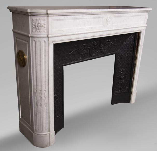 Antique Louis XVI style fireplace with rounded corners in Carrara marble-2