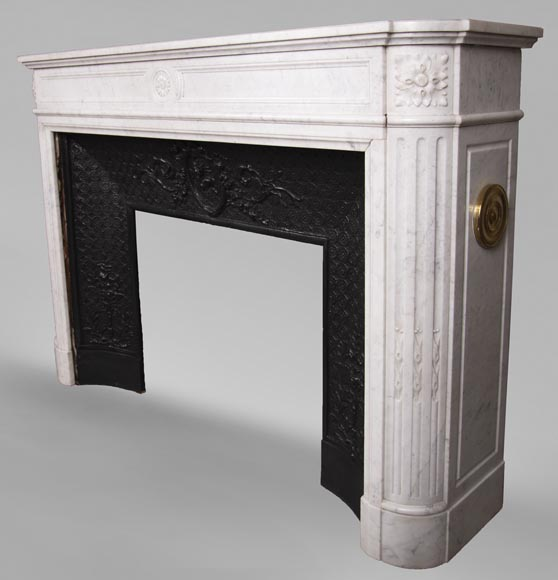 Antique Louis XVI style fireplace with rounded corners in Carrara marble-6