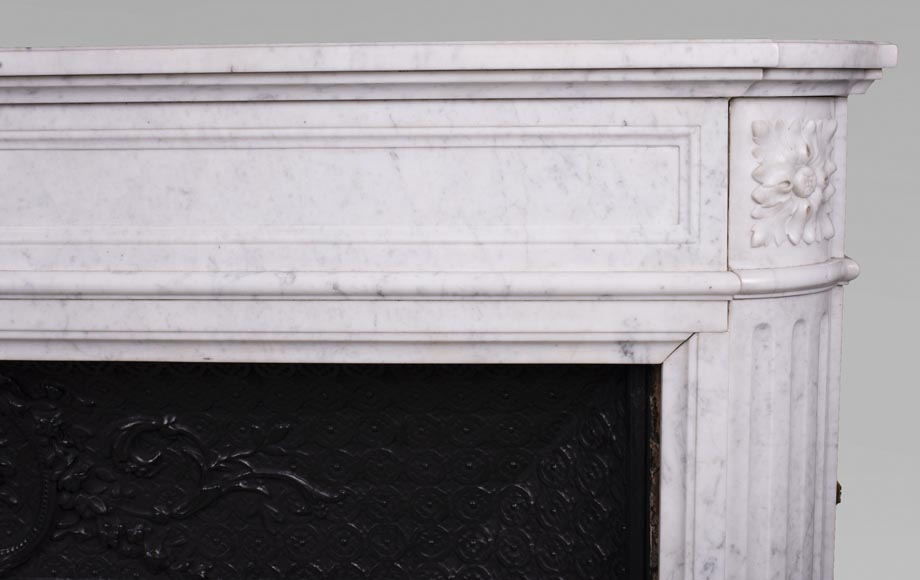 Antique Louis XVI style fireplace with rounded corners in Carrara marble-7