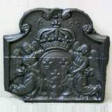 Fireback with 2 angels holding a coat of arms from 1690.