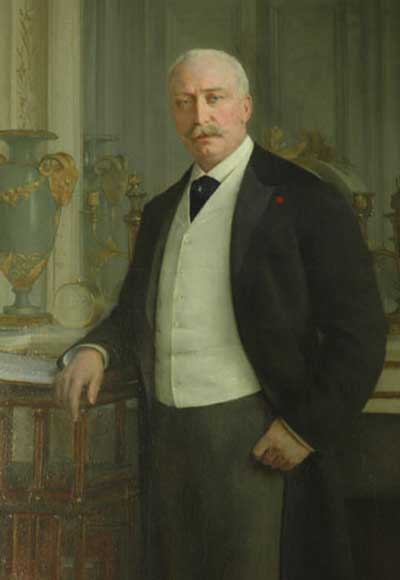 Standing portrait of the French President Félix Faure-3