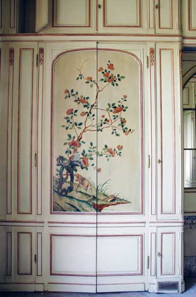 Paneled room with Coromandel lacquer panels-1