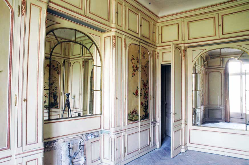 Paneled room with Coromandel lacquer panels-13