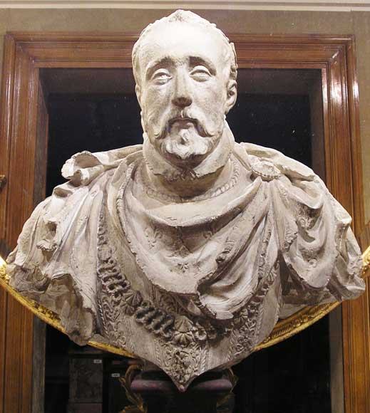 Four busts of Kings of France, former Beistegui collection-1