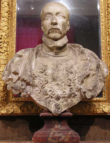 Four busts of Kings of France, former Beistegui collection-3