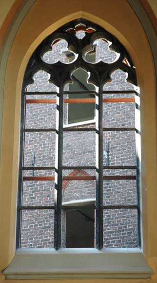 Neo-gothic stone window frame from Soignies -0