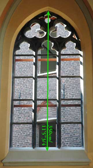 Neo-gothic stone window frame from Soignies -2
