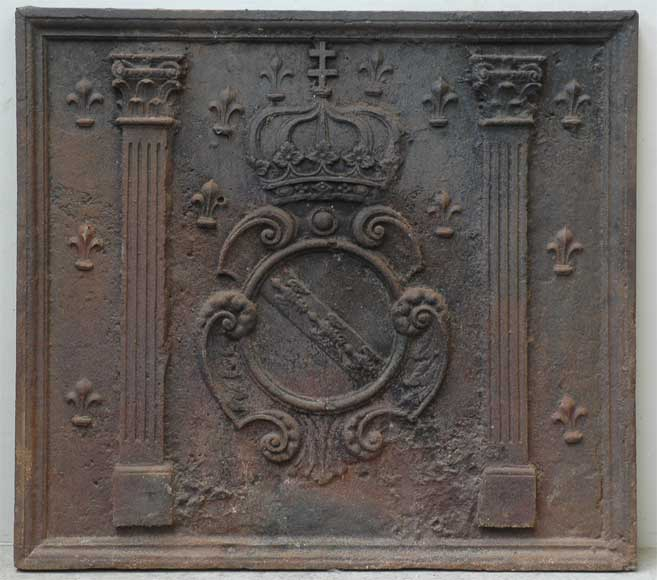 Antique cast iron fireback with coat of arms from the 18th century - Reference 9702