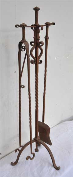Antique fireplaces' accessories : plier and shovel in ironwork - Reference 9804