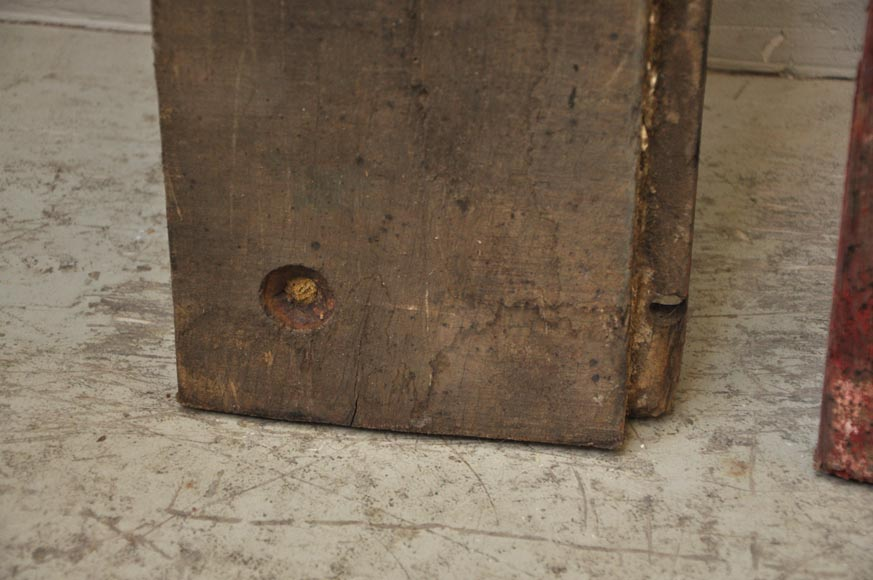 Antique wagon flooring with a surface area of 300 m2-4