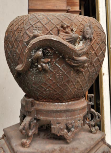 Large antique Chinese style planter in openwork cast iron-4