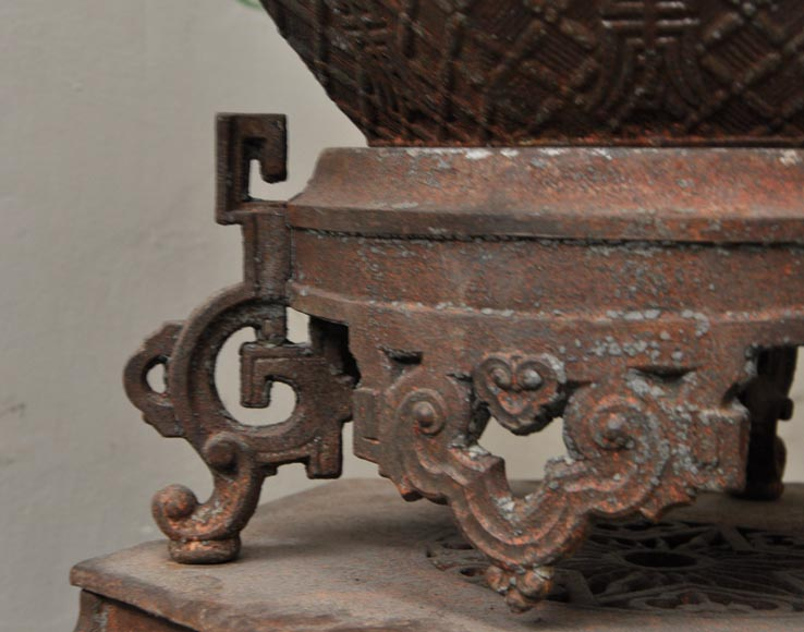 Large antique Chinese style planter in openwork cast iron-9