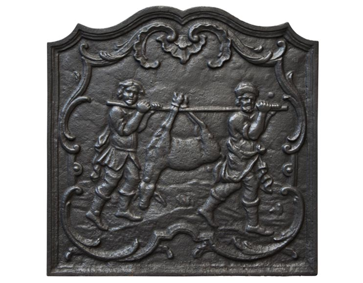 Antique cast iron fireback with hunters carrying the prey - Reference 9999
